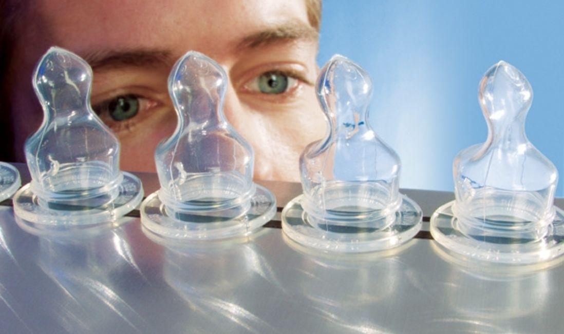 AEROSIL® bietet hervorragende Eigenschaften: Transparenz bei gleichzeitig hoher mechanischer Festigkeit.