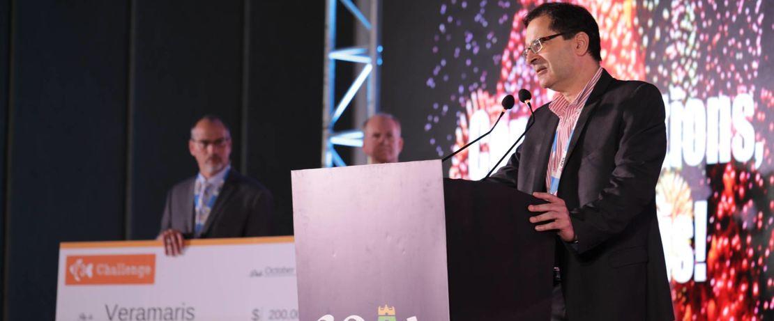 """Die Auszeichnung für den Gewinn der """"F3 Fish Oil Challenge"""" wurde Karim Kurmaly, Geschäftsführer von Veramaris, während der GOAL-Konferenz der Global Aquaculture Alliance am 23. Oktober 2019 in Chennai, Indien, verliehen."""