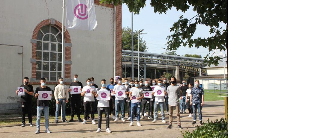 Los geht's für 36 jungen Frauen und Männer, die vor wenigen Tagen ihre Ausbildung bei Evonik starteten. Hier im Bild die Auszubildenden mit dem Berufsziel Chemikant und Chemielaborantin.