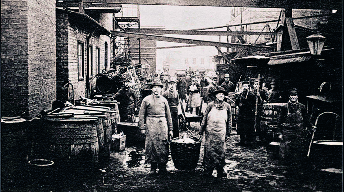 A small chemical production facility in 1886: The courtyard and employees of Chemische Fabrik Th. Goldschmidt