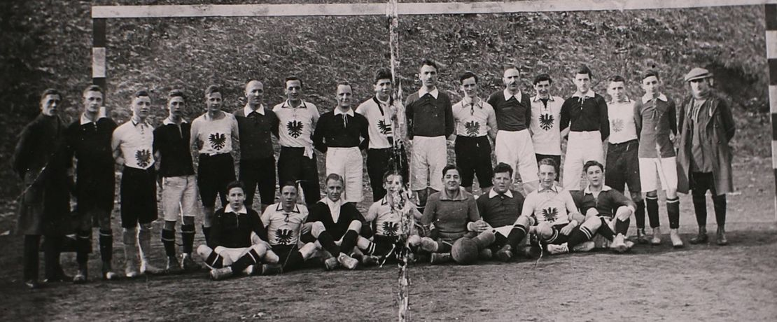 The teams of Degussa and Eintracht Frankfurt in 1921
