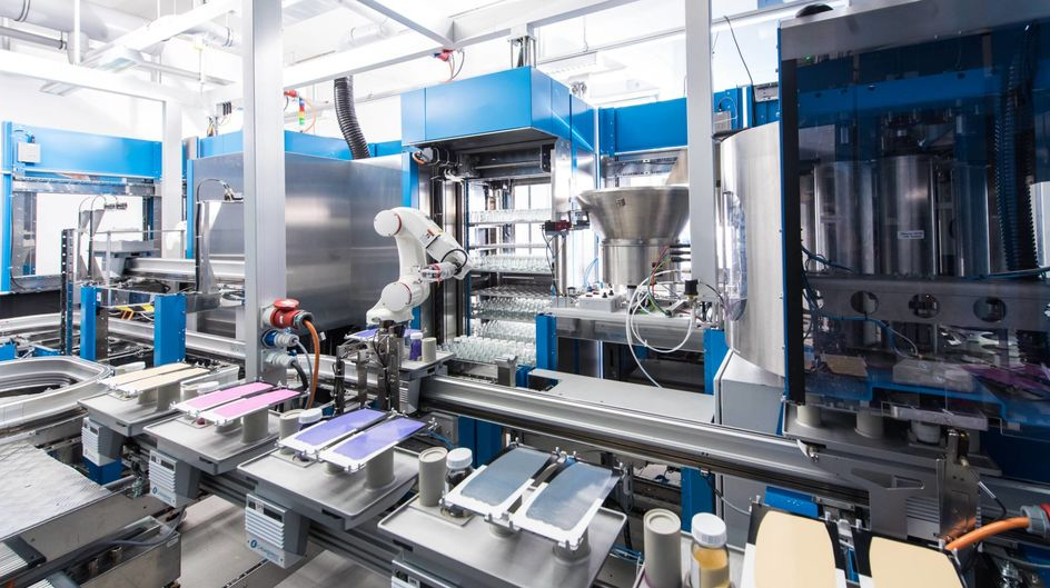 With its fully automated paint formulation testing system, Evonik is reducing the time it takes to find the optimum formulation. Over 100 samples can be tested on the system within 24 hours.